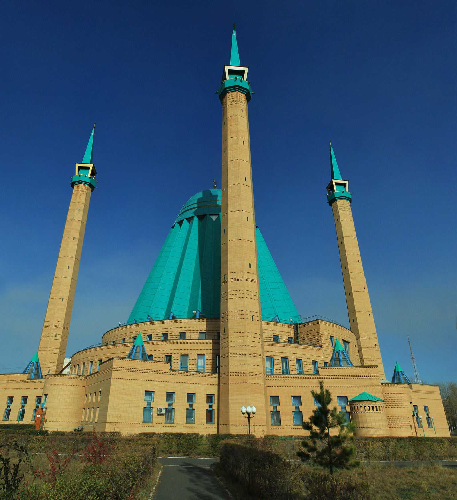 16 breathtakingly beautiful mosques from around the world.