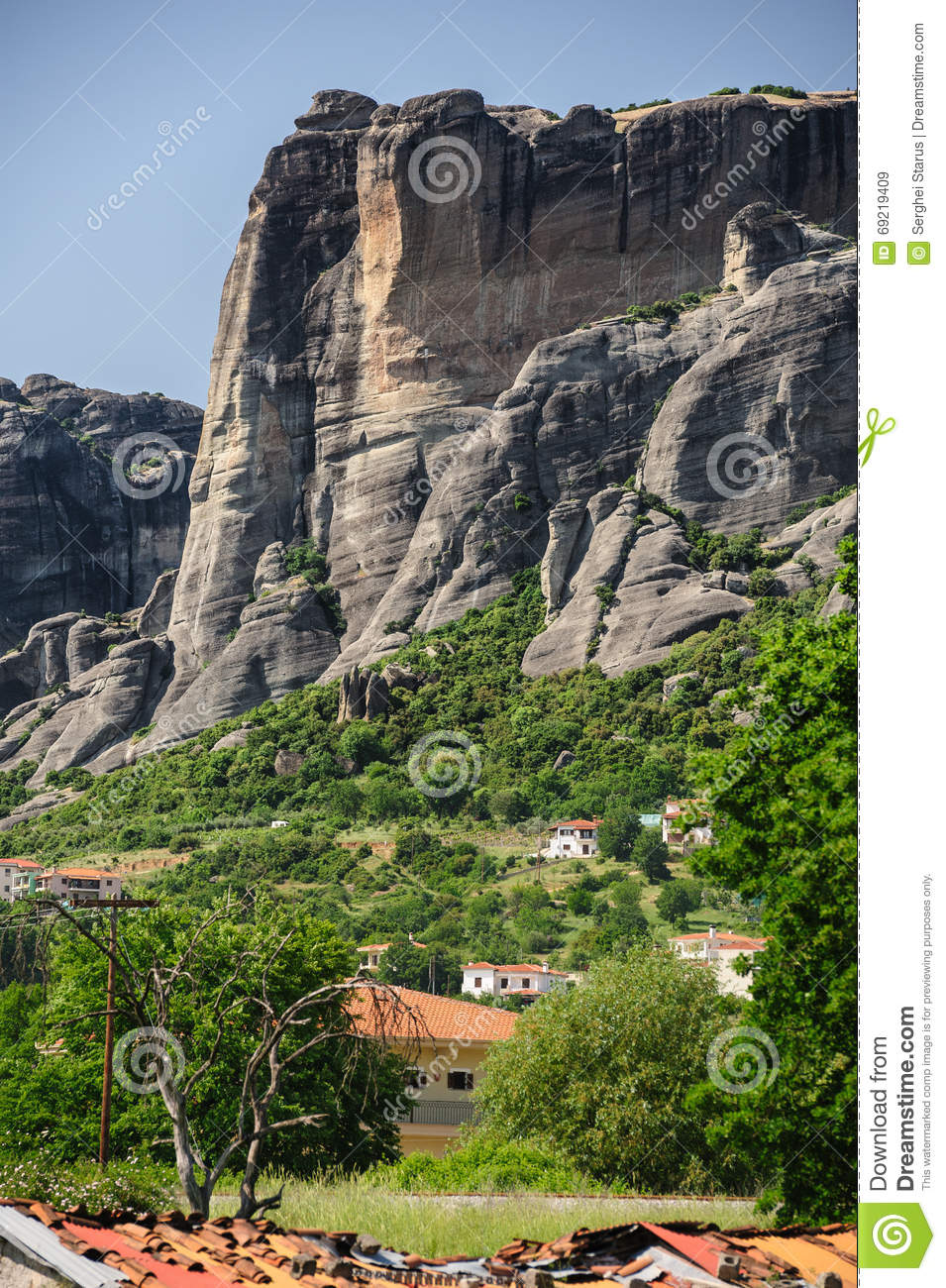 Kalambaka City With Rocky Mountains Of Meteora Stock Photo.