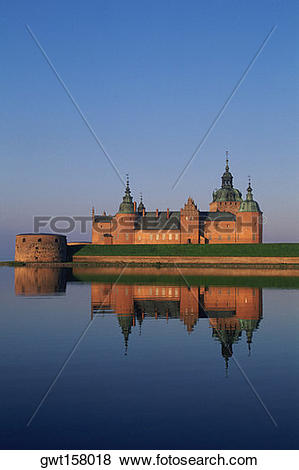 Pictures of Reflection of a castle in a river, Kalmar Castle.