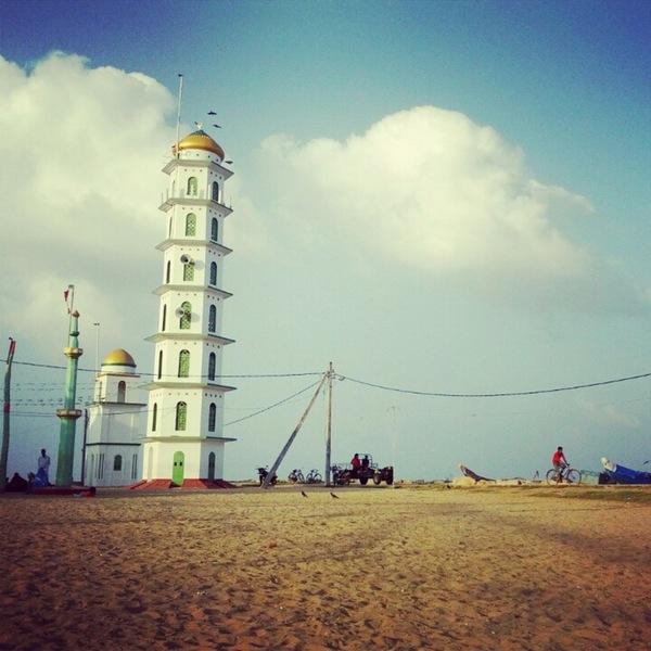 Photos at Kadakkarai Palli Beach Kalmunai.