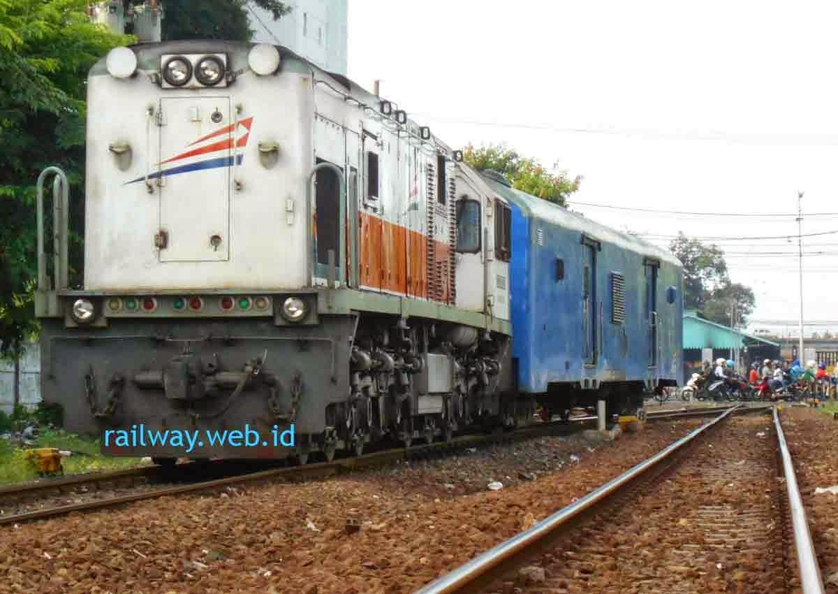 Harga Tiket Kereta Api Sri Tanjung Maret.
