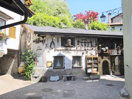 Free photo Valldemossa Klausen Roof Rosette Mallorca.