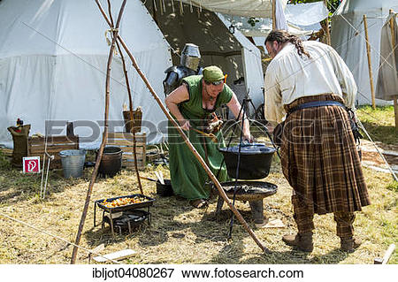 Picture of Medieval Festival, knights' camp, at Broich castle.