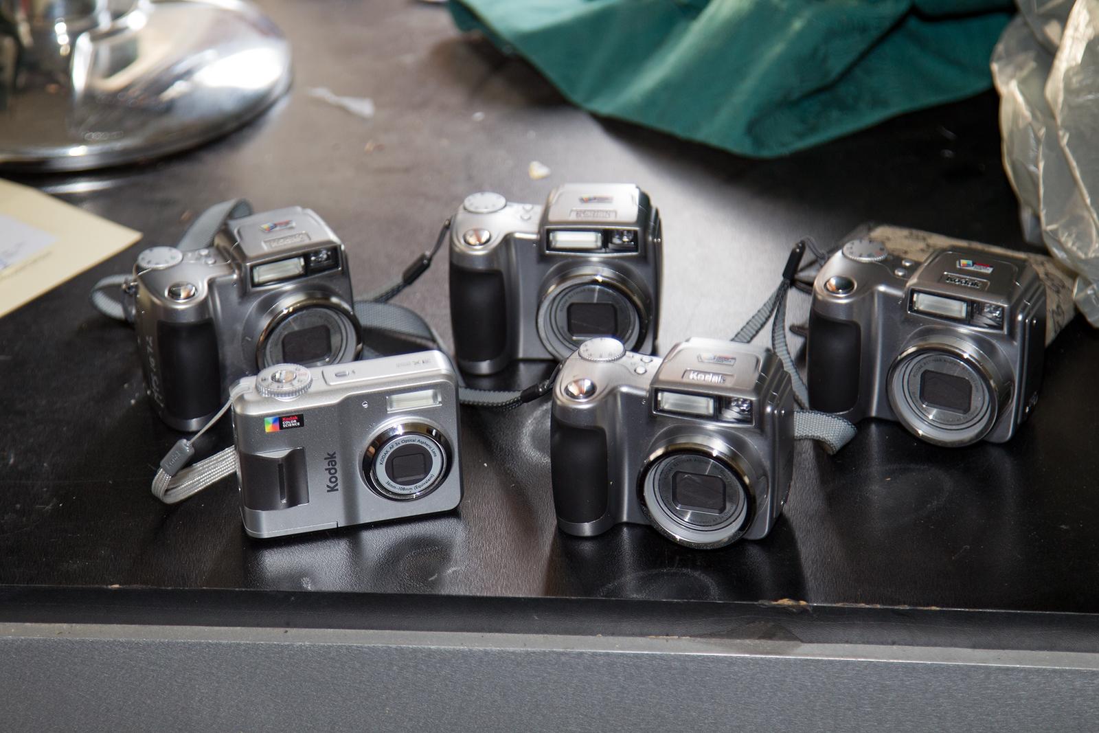 File:4× Kodak EasyShare Z700 digital cameras and 1× Kodak.