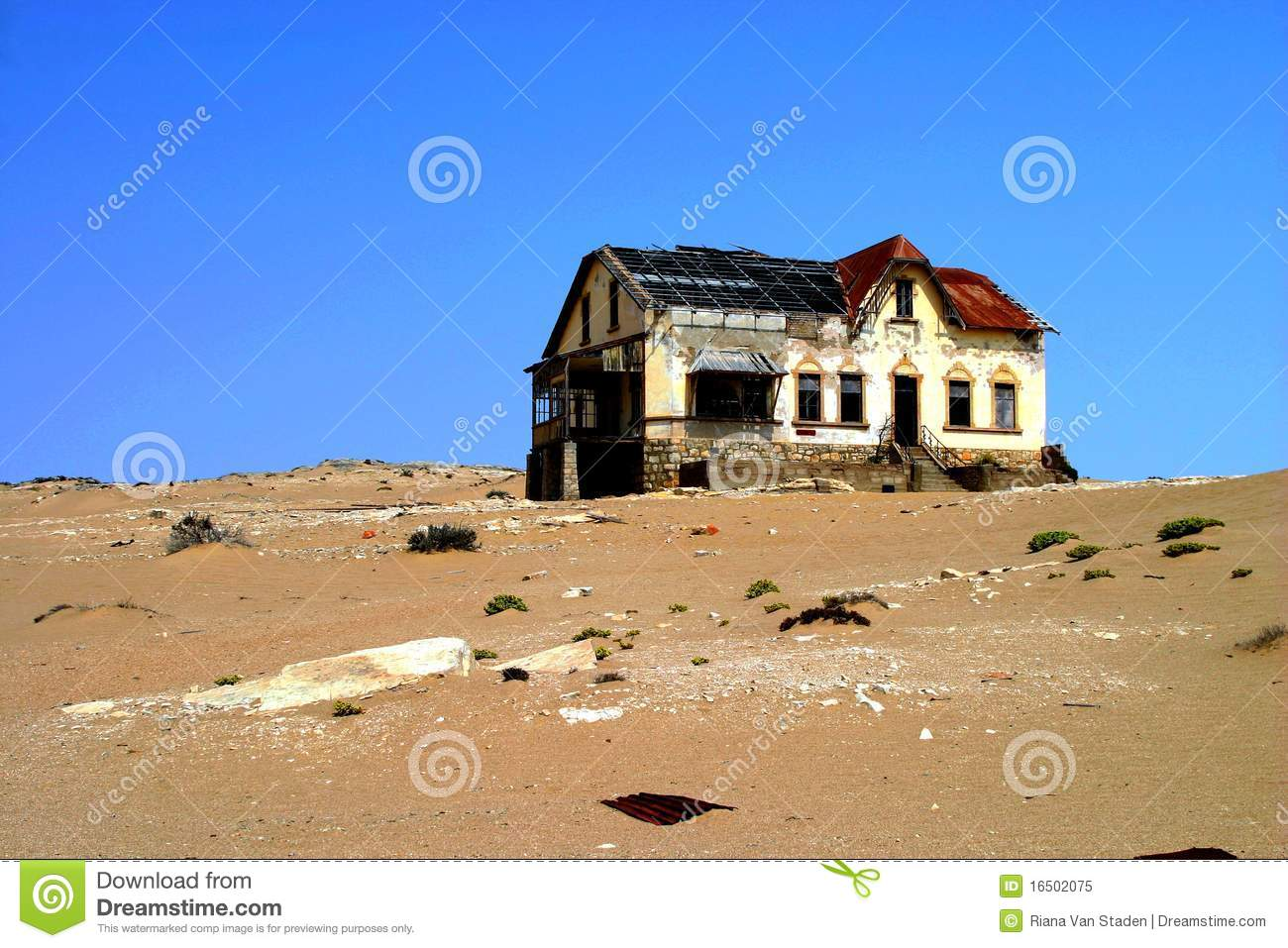 Abandoned House In The Ghost Town Of Kolmanskop In Namibia Stock.
