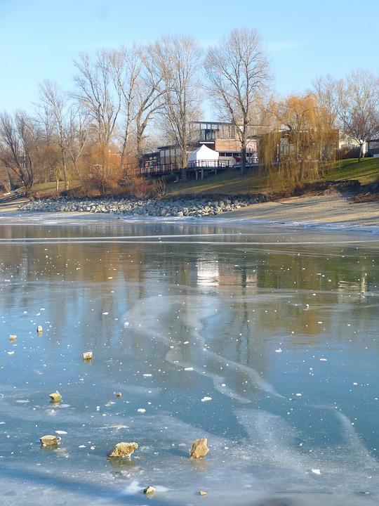 Free photo Cold Frost Budapest Winter Hungary Kopaszi Dam.