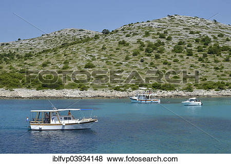 "Pictures of ""Excursion boats in Lojena Bay, Levrnaka Island."