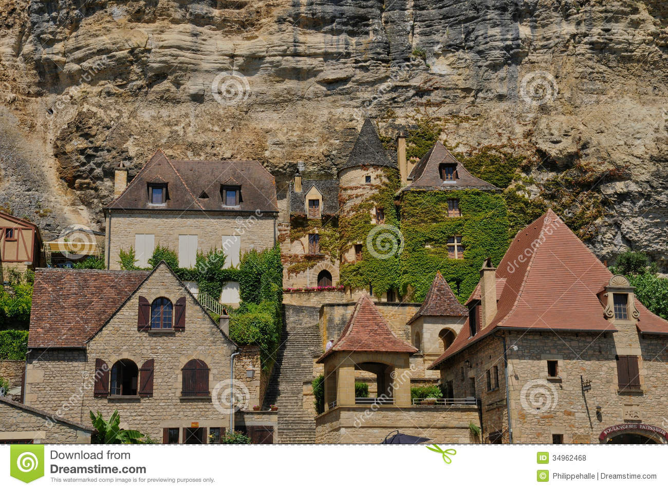 France, Picturesque Village Of La Roque Gageac In Dordogne Royalty.