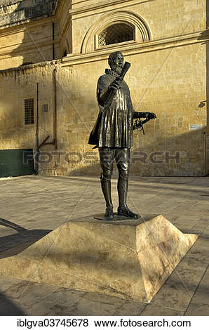 Pictures of Statue of Jean de la Valette, founder of Valletta.