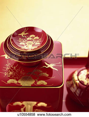 Pictures of Lacquered sake pot and cups u10554858.