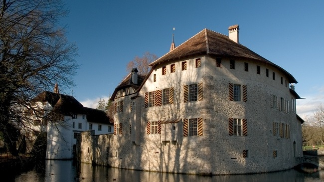 Around Lake Hallwil to the Moated Castle.