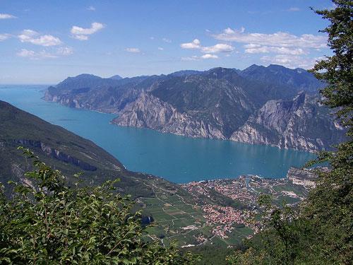 lakes, lake district italy, lake maggiore, lake lugano, lake como.