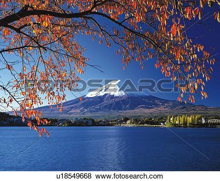 Pictures of Mt. Fuji and Lake Kawaguchi in winter, Kawaguchiko.