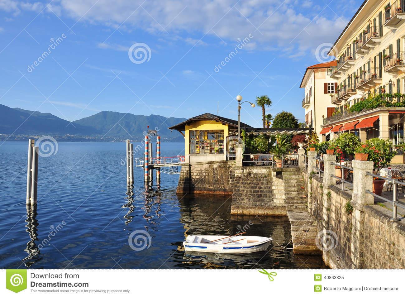 Cannero Riviera Lakefront Promenade, Lake (lago) Maggiore, Italy.