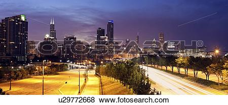 Pictures of USA, Illinois, Chicago, View from the south: Soldier.
