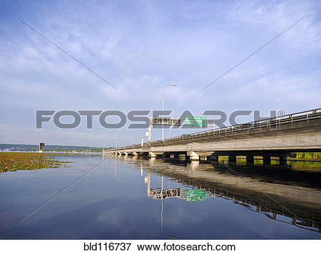 Picture of Freeway Crossing Over Lake Washington bld116737.