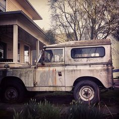 OLD PARKED CARS.: 1966 Land Rover Series IIa Safari Top Station.