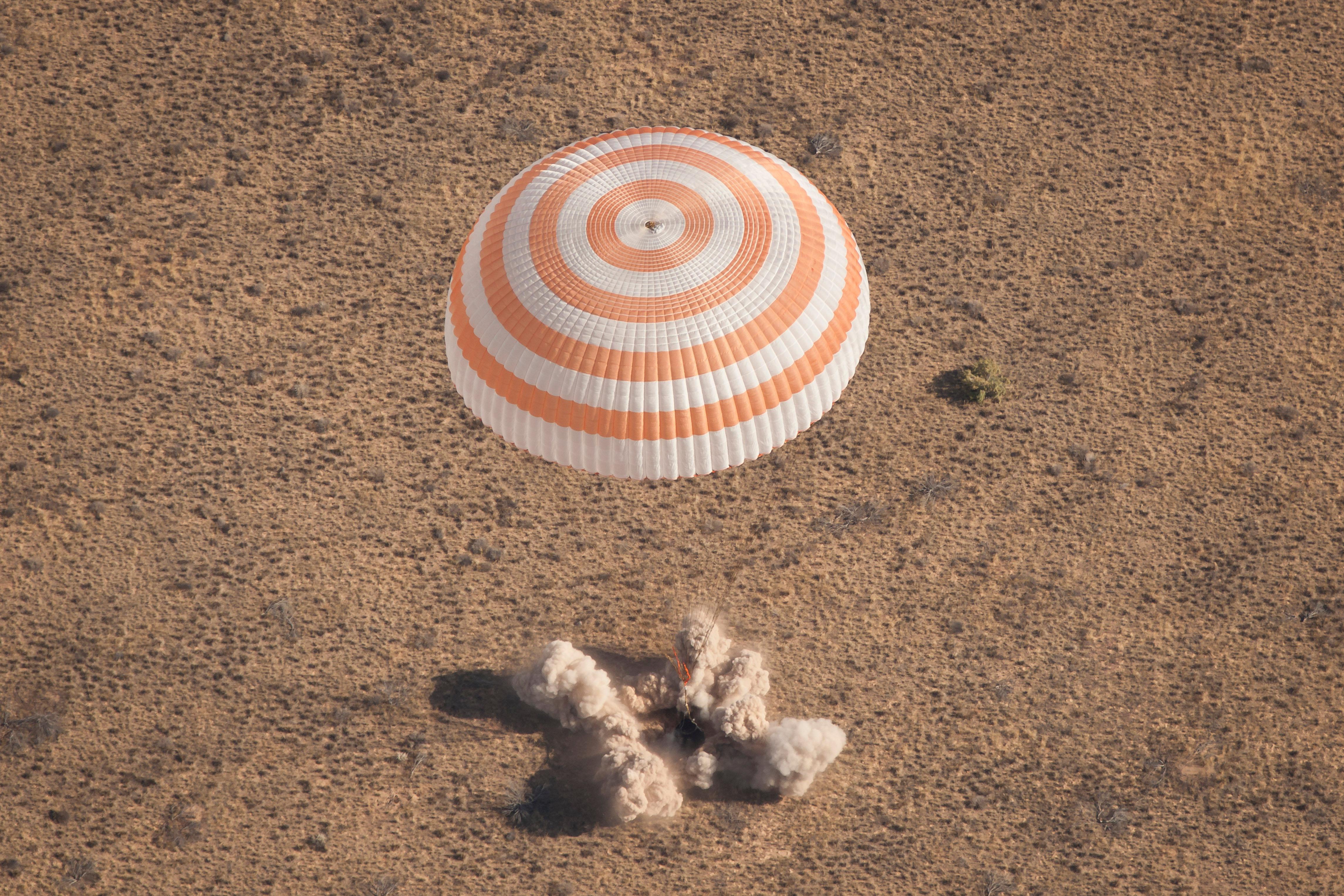 Soyuz Trio departs Space Station, en.