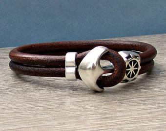Men leather bracelet.