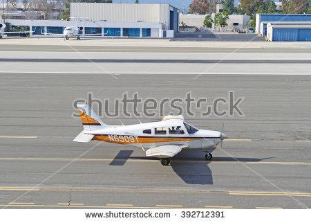 Piper Plane Fotografie, snímky pro členy zdarma a vektory.