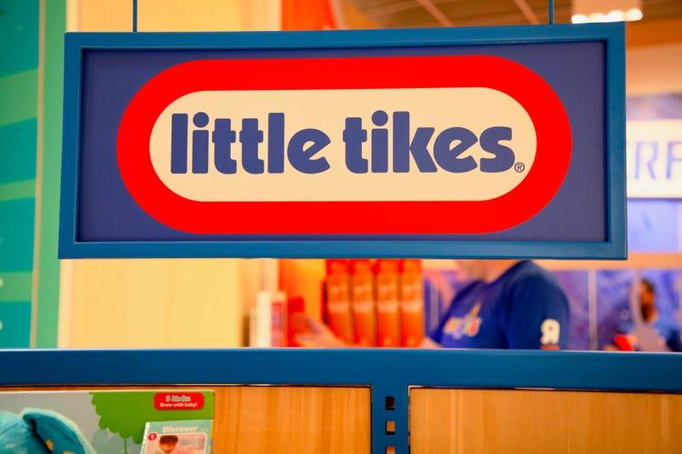 Toys R Us new store has Nintendo, Barbie, Nerf, Little Tikes.