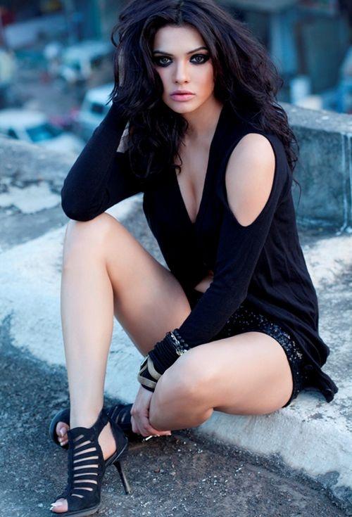 Pakistani hot actress clipart.