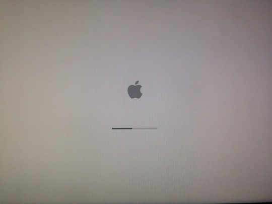 MacBook Stuck on Apple Logo & Won\'t Boot? Here\'s a Fix.