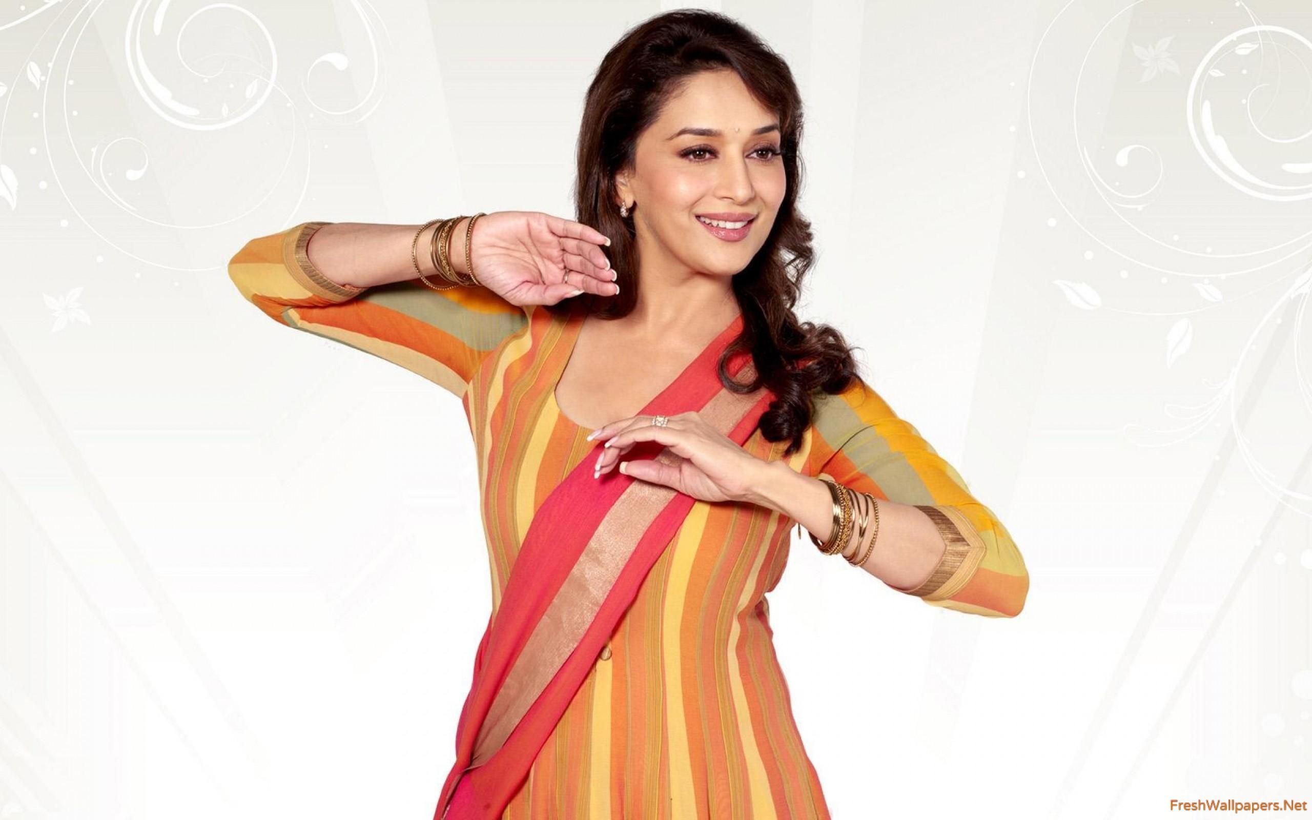 Madhuri Dixit Beautiful Dancer wallpapers.