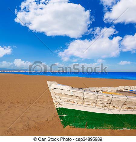 Pictures of Valencia La Malvarrosa beach boats stranded in.