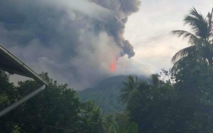 Manam Islanders warned of danger from latest eruption.