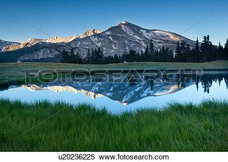 Stock Image of Panorama of Dana Lakes at dawn with snow.