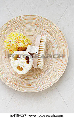 Picture of Massage brush loofah and sponge on a dish is419.