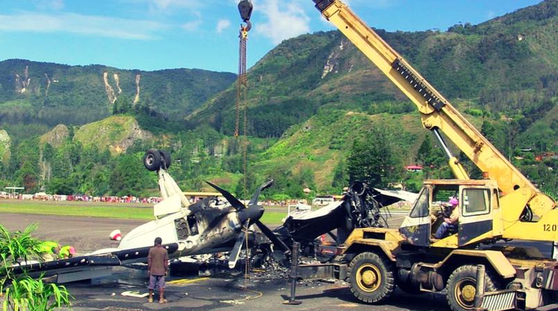 Destroyed plane dismantled in Mendi.