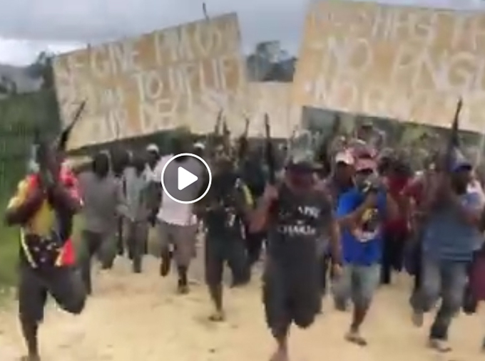 PNG troops arrive in Mendi.