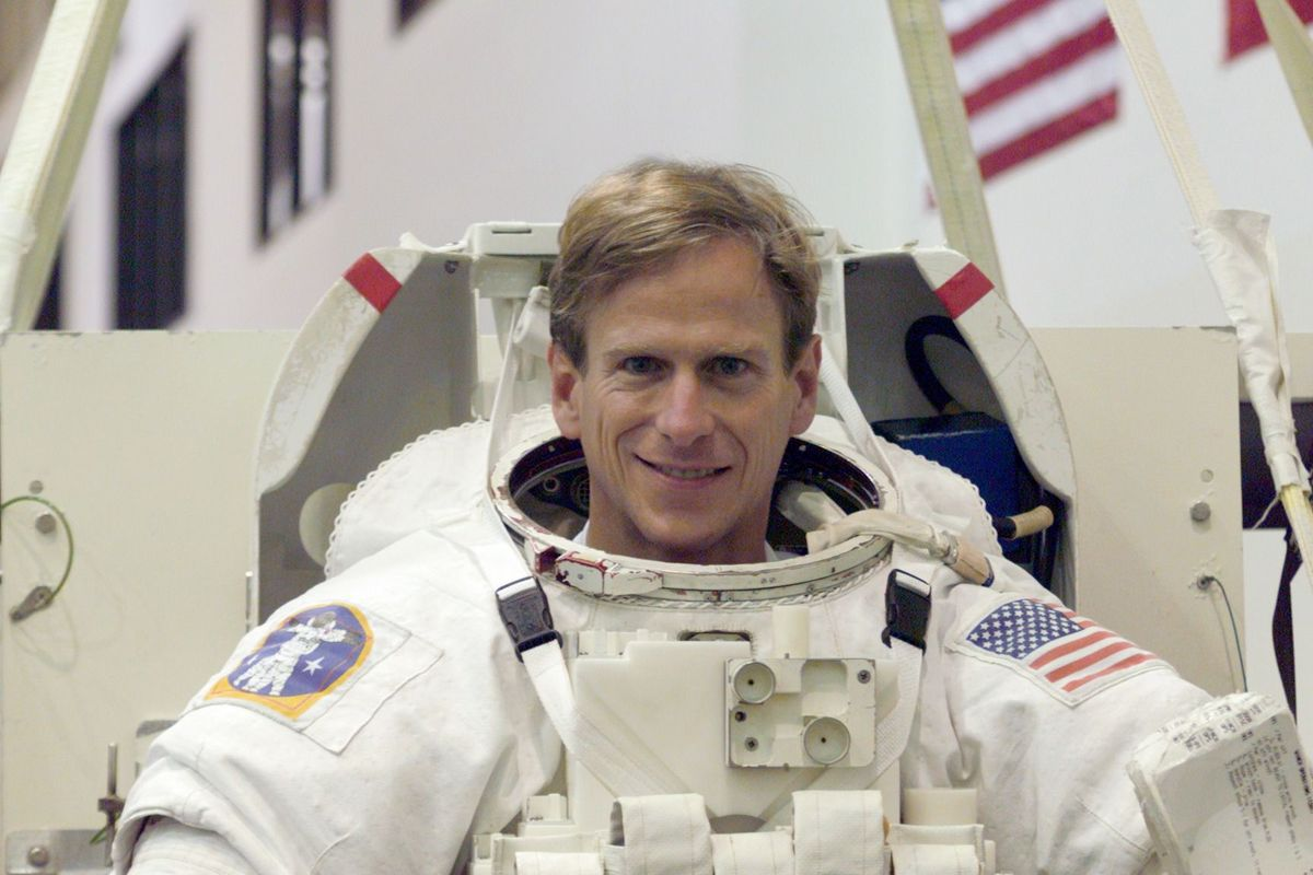 Mansfield native recounts his 22 years with NASA.