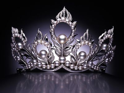 The intricate design of the Mikimoto Crowns, made with White.