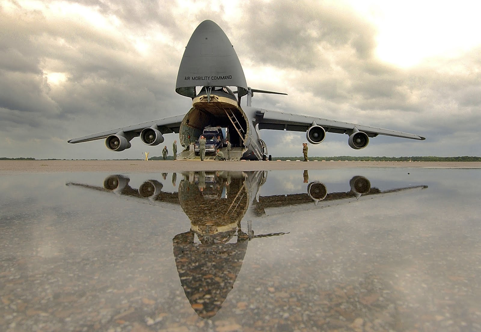 Army cargo plane clipart.