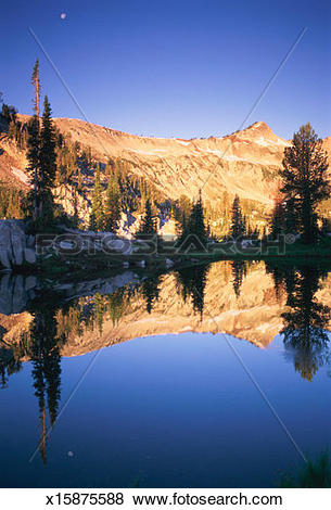 Pictures of USA, Oregon, Wallowa Mountains reflected in Mirror.