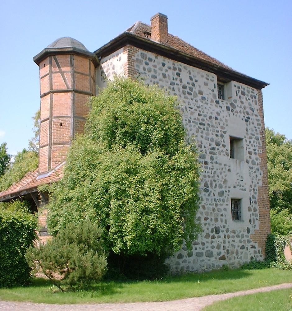 File:Garz Wohnturm.jpg.