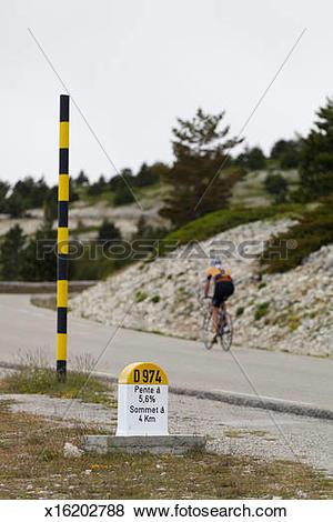 Pictures of Amateur cyclist riding up Mont Ventoux x16202788.
