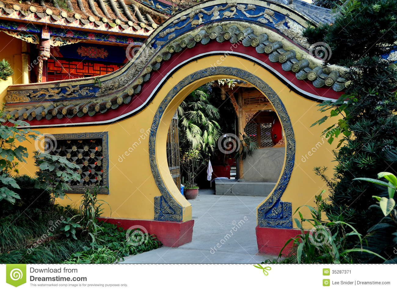 Pengzhou, China: Moon Gate At Ci Ji Temple Stock Image.