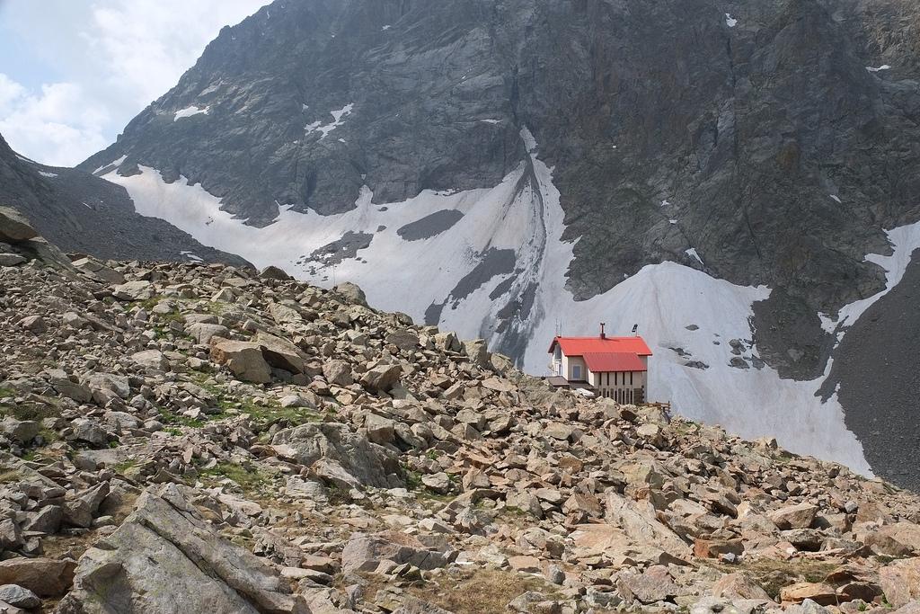 Escursione al Rifugio Morelli Buzzi (2351 m) e al Colletto di.