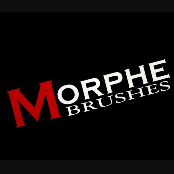 (2) Morphe brushes.