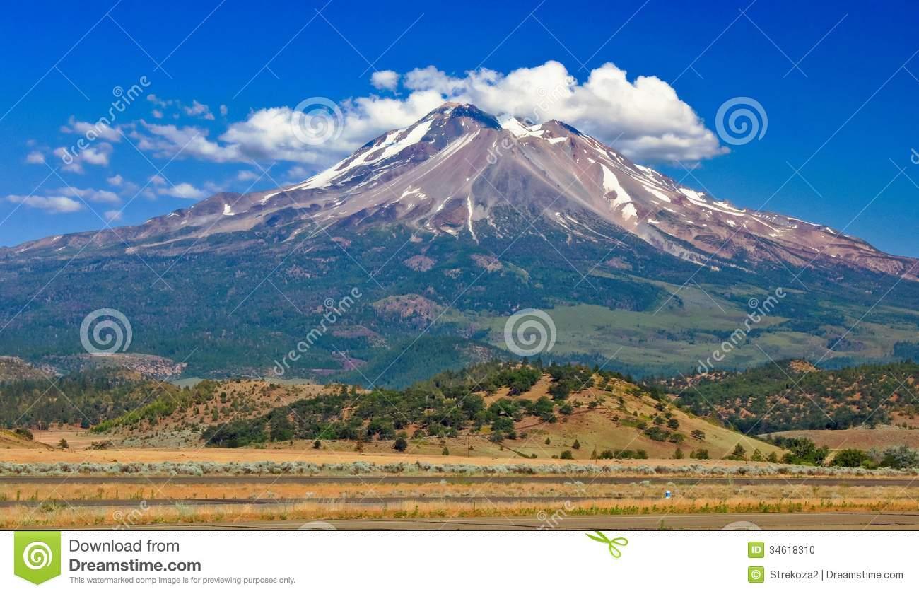 Mount Shasta In California Stock Photo.