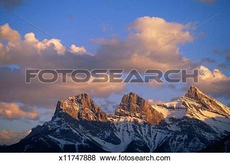 Pictures of Three Sisters Mountain Range x11747888.