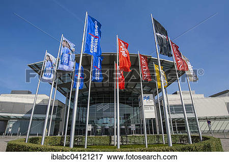 Picture of New Munich trade fair centre, west entrance with flags.