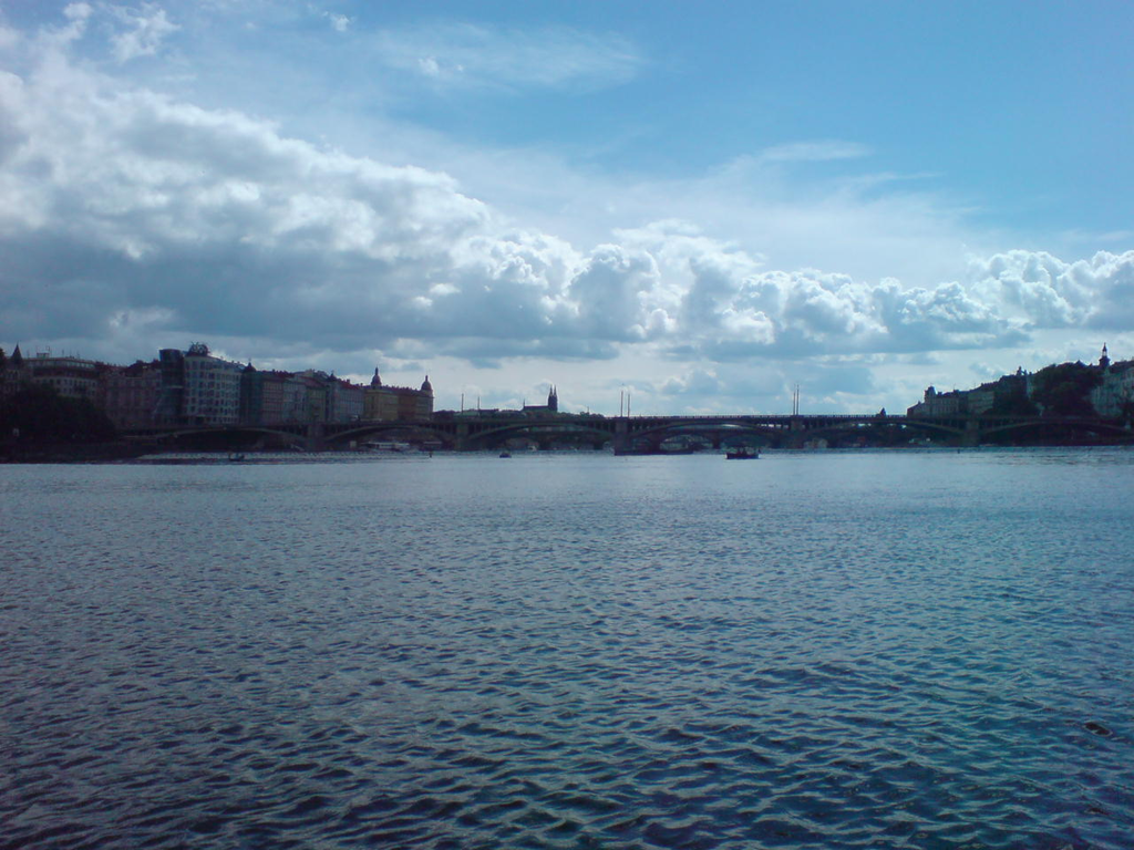 File:Prague From River Bank 04 977.PNG.