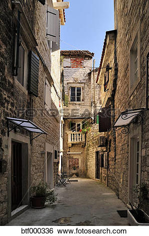 Stock Images of Croatia, Trogir, Narrow lane in old town btf000336.
