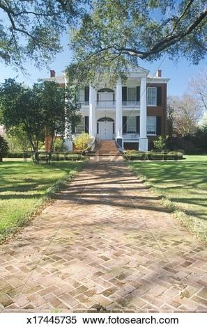 Stock Image of 'Sidewalk leading to Rosalie mansion in historic.