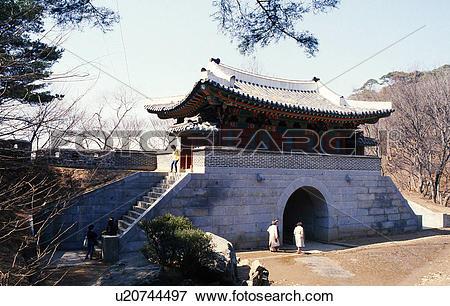 Picture of tree, nature, gate, castle, scene, tourist, landscape.